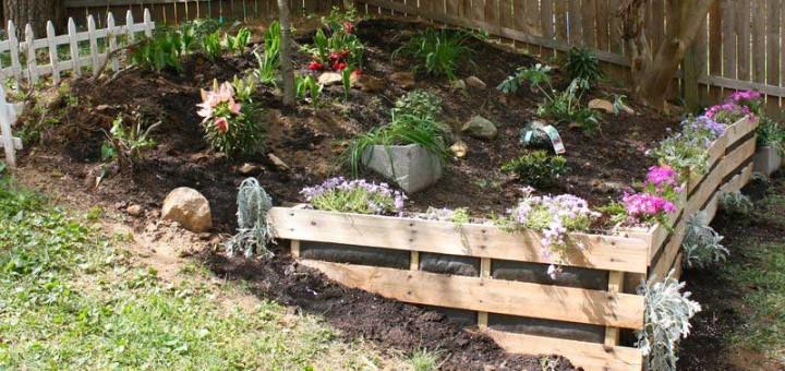Angolo di giardino utilizzando i pallet idee pallet - Idee per realizzare un giardino ...