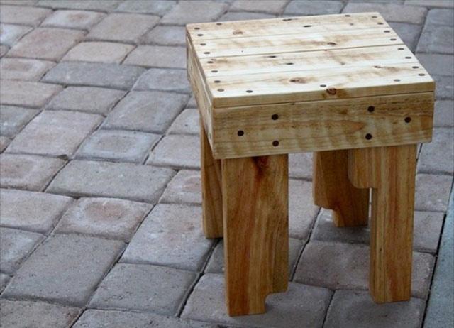 Sgabelli con pallet: sgabelli e tavoli realizzati con legno di